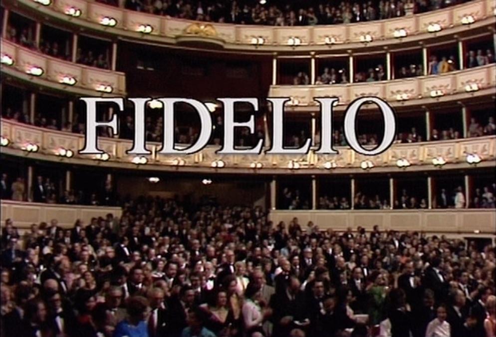 ウィーン国立歌劇場に詰めかけた聴衆も総立ちだ。(C)1978 ORF