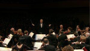 ルツェルン祝祭管を指揮するクラウディオ・アバド