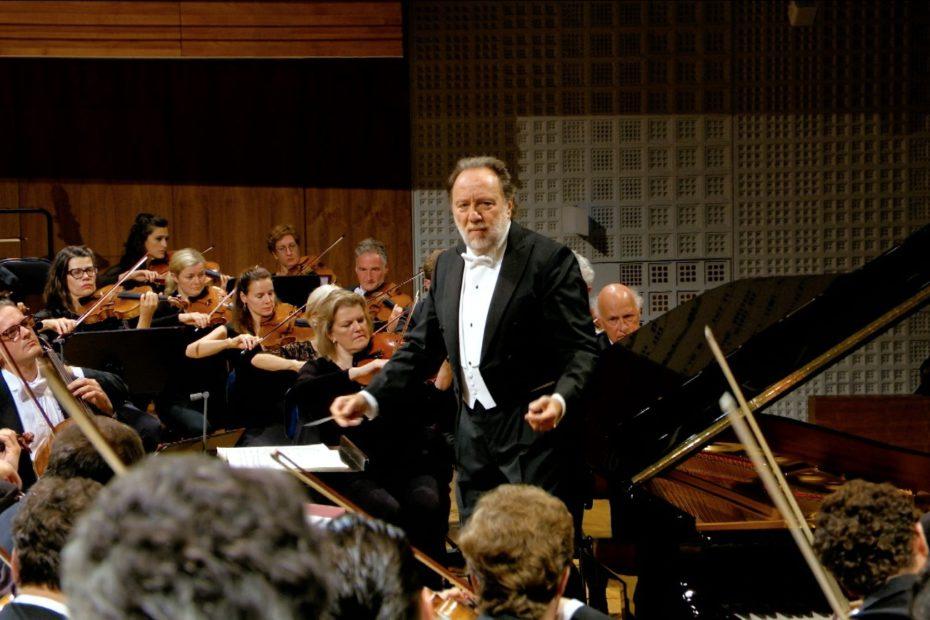 ルツェルン祝祭管弦楽団を指揮するリッカルド・シャイー(2019年)