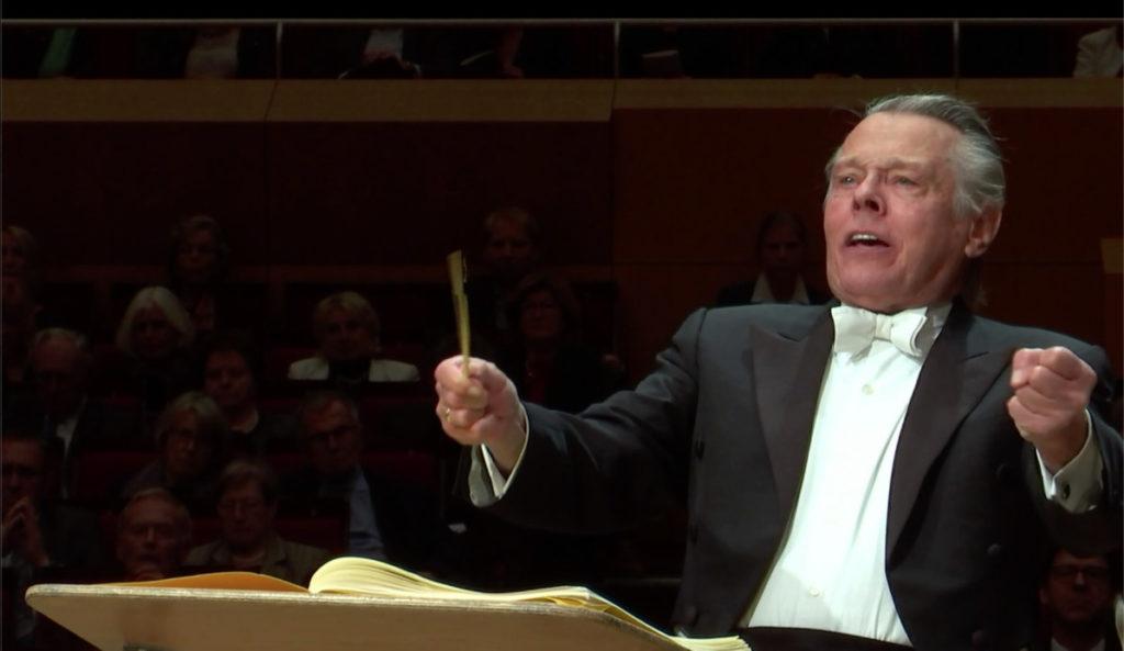 ストラヴィンスキーの3楽章の交響曲を指揮するマリス・ヤンソンス
