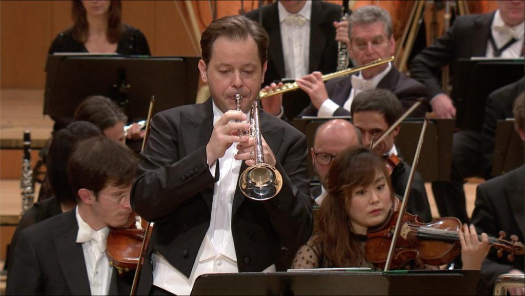 フンメルのトランペット協奏曲を演奏するマルティン・アンゲラー