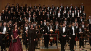 ベートーヴェンのミサ曲ハ長調を終えて拍手に応える演奏者たち