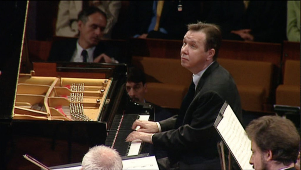 ベートーヴェンのピアノ協奏曲第2番を弾くミハイル・プレトニョフ。
