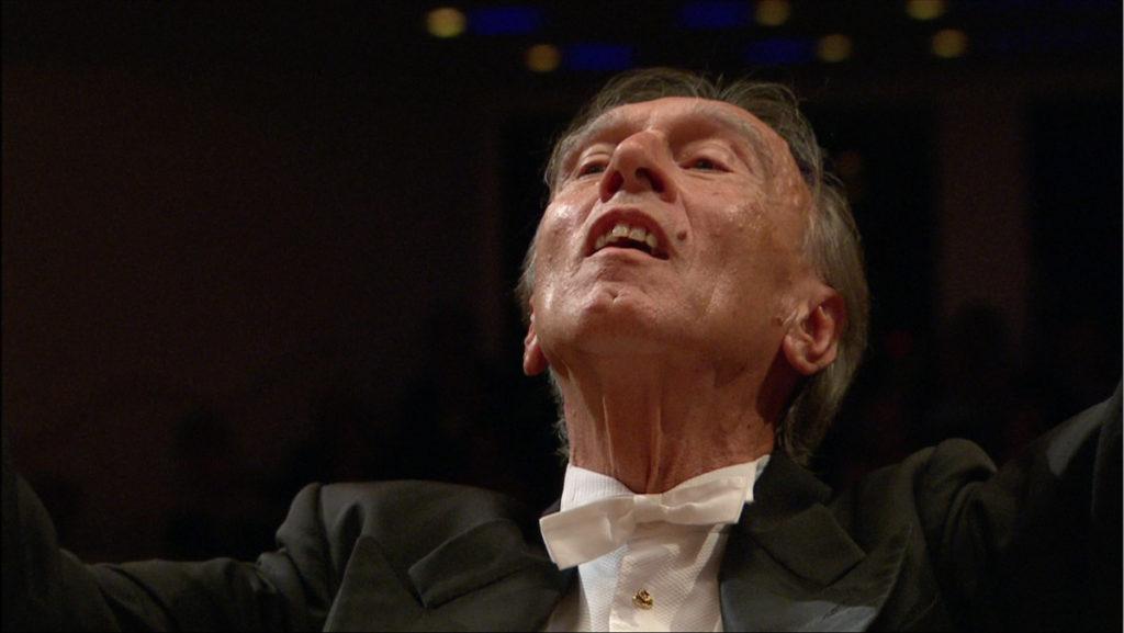 マーラーの交響曲第3番の最後の一音を指揮するクラウディオ・アバド