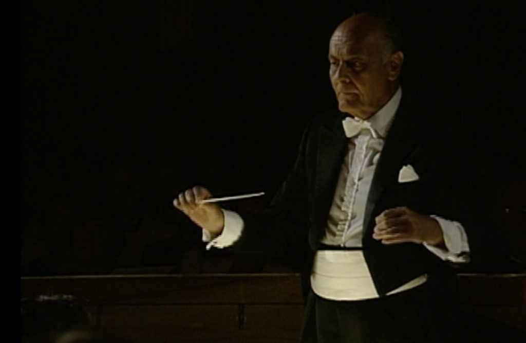 ザルツブルク音楽祭1990の「仮面舞踏会」を指揮するサー・ゲオルグ・ショルティ。(c) 日本コロムビア