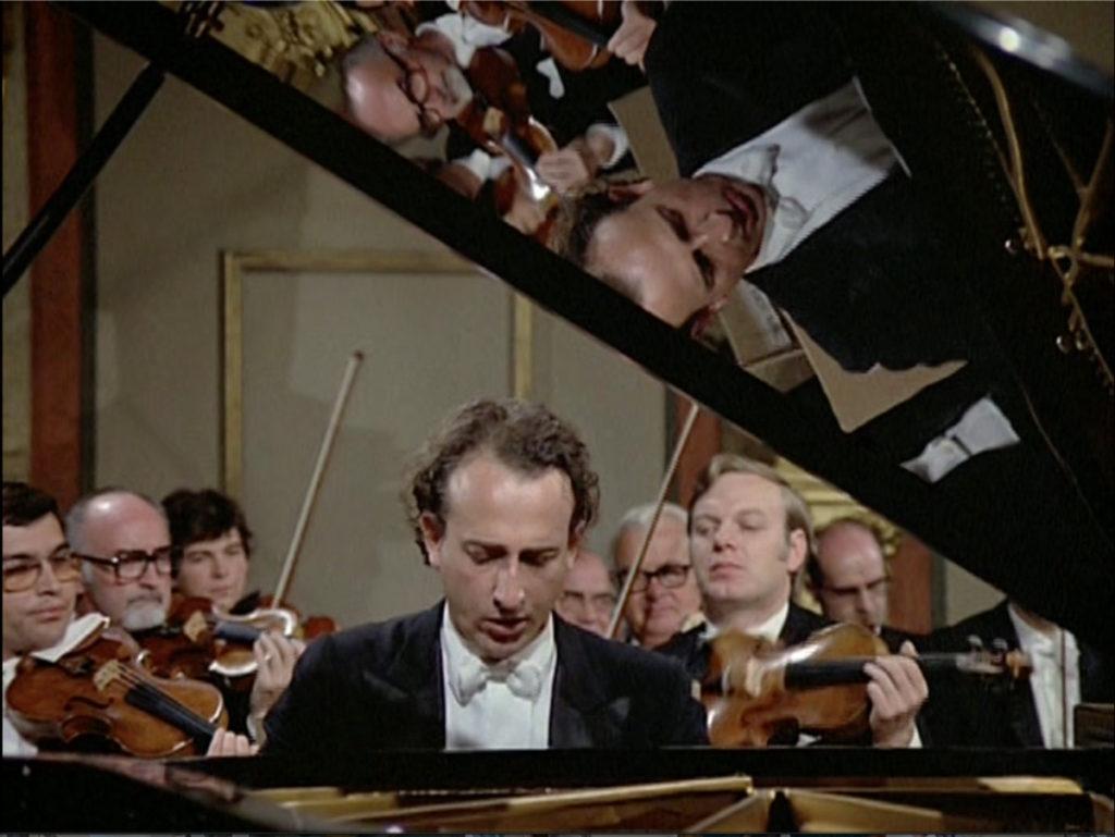 ブラームスのピアノ協奏曲第2番を演奏するマウリツィオ・ポリーニ