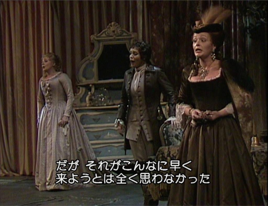 ばらの騎士の三重唱を歌うオクタヴィアン、ゾフィー、ヴェルデンベルク侯爵夫人。(c) ユニバーサルミュージック