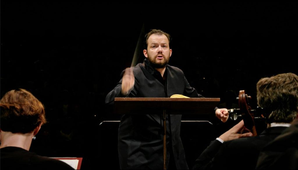 チャイコフスキーの交響曲第5番を演奏するアンドリス・ネルソンスとライプツィヒ・ゲヴァントハウス管弦楽団(2019年5月)。(c) Accentus
