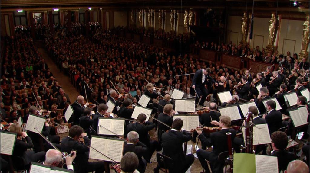 ベートーヴェン交響曲第5番「運命」第1楽章の指揮をするクリスティアン・ティーレマン (c)C Major