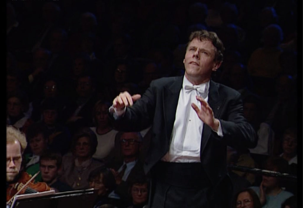 ベートーヴェン交響曲第3番「英雄」を指揮するマリス・ヤンソンス。オケはオスロフィル。1997年4月13日 (c) NRK