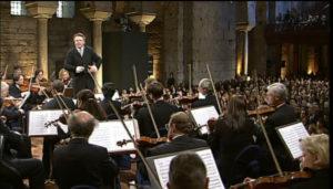 ベルリンフィルのヨーロッパコンサート2001@イスタンブールで指揮するマリス・ヤンソンス。(c) EuroArts