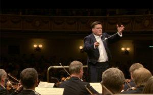 ブルックナー交響曲第8番の第4楽章を指揮するクリスティアン・ティーレマンとシュターツカペレ・ドレスデン (c) C Major