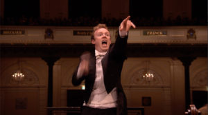 マーラーの交響曲第1番「巨人」で気合の入った指揮をおこなったダニエル・ハーディング。2009年 (c) RCO Live