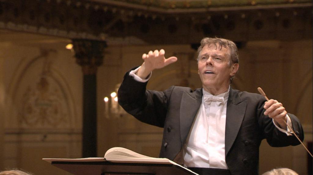 マーラー交響曲第2番「復活」の最終楽章を指揮するマリス・ヤンソンス。2009年 (c) RCO Live
