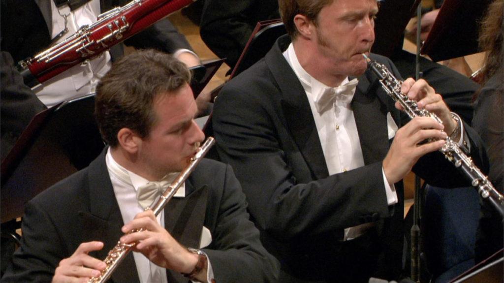 2003年のルツェルン祝祭管でフルートを演奏するエマニュエル・パユ (c) EuroArts
