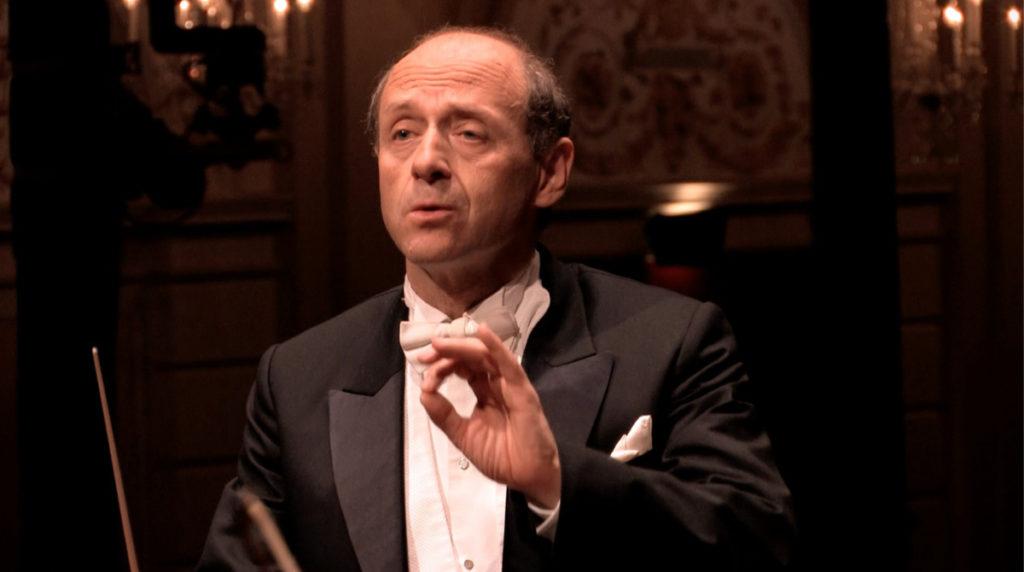 マーラー交響曲第4番の最終楽章を指揮するイヴァン・フィッシャー。2010年 (c) RCO Live
