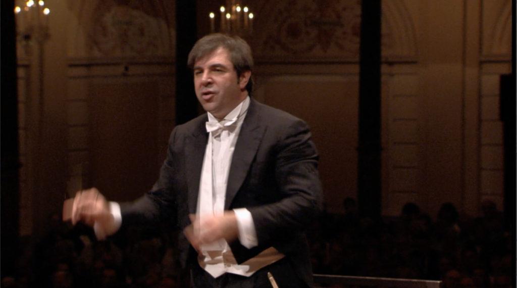 マーラーの交響曲第5番を指揮するダニエレ・ガッティ。2010年 (c) RCO Live
