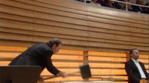 マーラー交響曲第6番「悲劇的」の第4楽章の2発目のハンマー。ルツェルン祝祭管弦楽団 (c) EuroArts