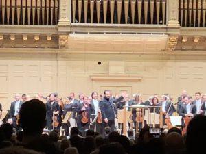 演奏し終えて聴衆の拍手に応えるアンドリス・ネルソンスとボストン響。2020年1月23日@ボストン・シンフォニー・ホール