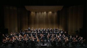 バーデン=バーデン祝祭劇場でブルックナーの交響曲第9番を演奏するクリスティアン・ティーレマンとシュターツカペレ・ドレスデン (c) C Major