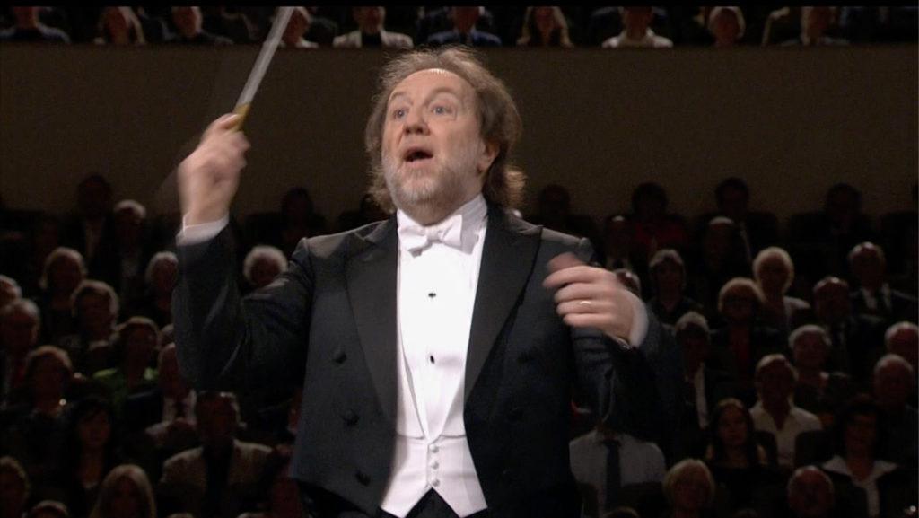 マーラーの交響曲第2番「復活」を指揮するリッカルド・シャイー (c) Accentus Music