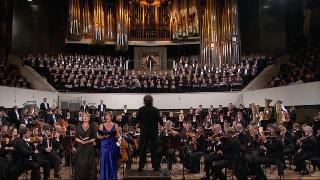 マーラーの交響曲第2番「復活」の最終楽章を演奏するゲヴァントハウス管たち (c) Accentus Music