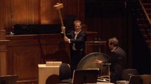 マーラー交響曲第6番「悲劇的」の第4楽章の2発目のハンマー。コンセルトヘボウ管弦楽団 (c) RCO Live